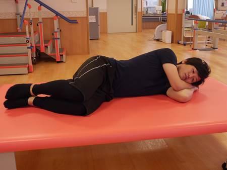 側臥位での股関節外旋筋筋トレ1