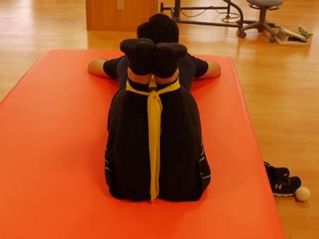 側臥位での股関節内旋筋筋トレ1