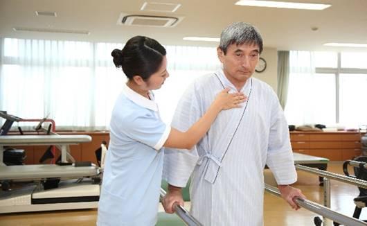 高齢者はリハビリでどのくらい歩行ができれば退院できるのか?